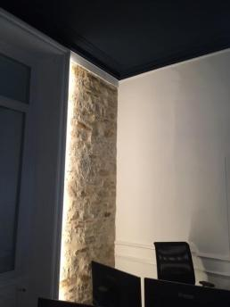 Be chroma - murs blanc pur et plafond noir intense